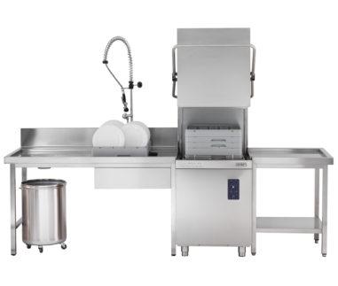 Komplettinstallation der Haubenspülmaschine HK850