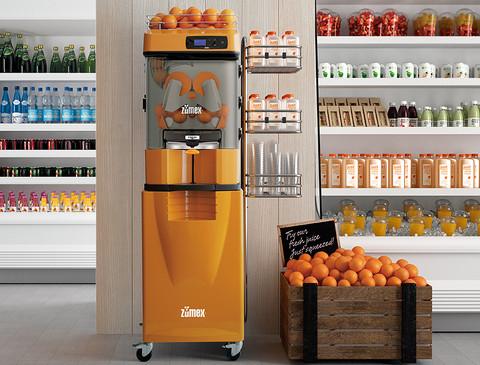 Zumex Versatile in Verkaufsstelle integriert (Orangenpresse)